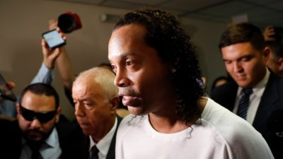 RONALDINHO DETAINED IN PARAGUAY OVER FALSE DOCUMENTS CLAIM