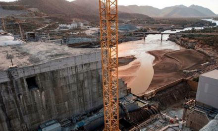 Nile dam row: US 'to cut $100m in aid' to Ethiopia